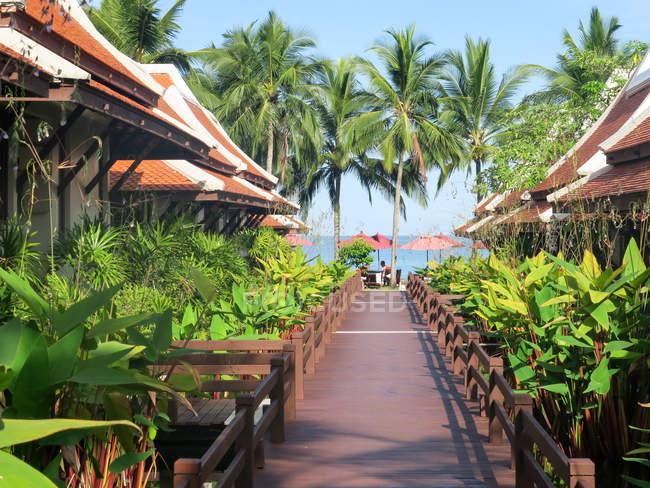 Thailand, Chang Wat Phang-nga, Tambon Khuekkhak, Bungalows at the Laguna Resort in Khao Lak — Stock Photo