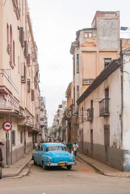 Куба, Гавана, ретро автомобиль, стоявший на улицах Гаваны — стоковое фото
