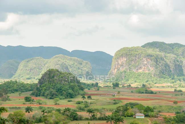 Cuba, Pinar del Rio, Vinales, vue depuis l'hôtel Los Jazmines à la vallée de Vinales — Photo de stock