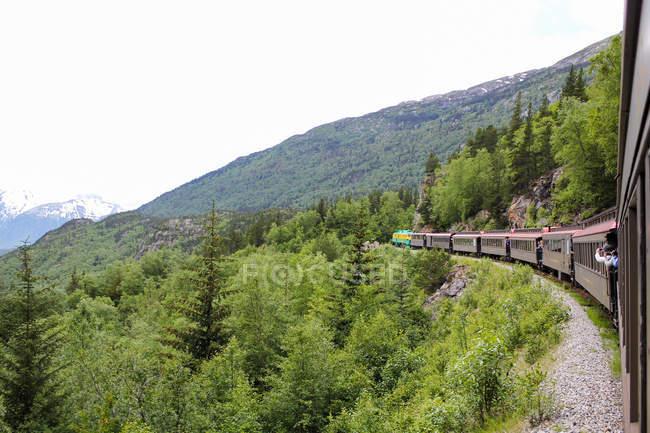 Stati Uniti, Alaska, Skagway, The White Pass treno si fa strada per le montagne in Canada — Foto stock