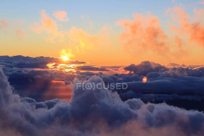 США, Гавайи, Кула, выше облаков, вид вблизи кратера вулкана — стоковое фото