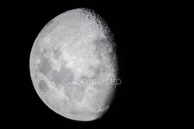Estados Unidos, Hawai, el condado de Hawai, la luna en cielo oscuro.. - foto de stock