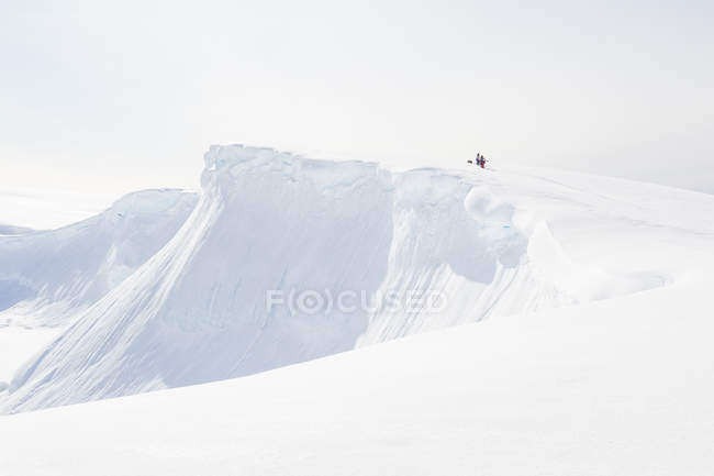 Antarctica, scenic snowy landscape in bright sunny day — Stock Photo