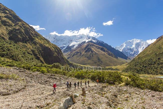Turismo alpinismo a Salkantay Pass, Salkantay Trek, Cusco, Cuzco, Perù. — Foto stock