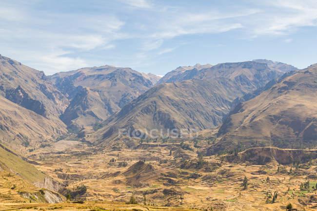 Pérou, Arequipa, regardant vers le bas de la vue sur la vallée du Colca Canyon — Photo de stock