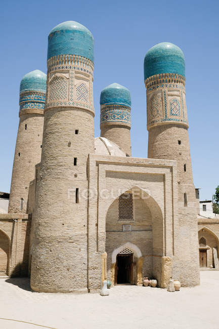 Uzbekistan, Bukhara, Choir Minor building traditionally decorated with ornaments in bright sunshine — Stock Photo
