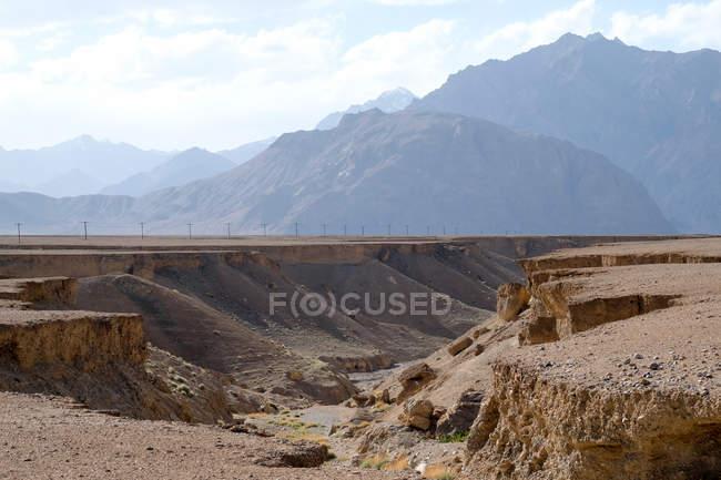 Таджикистан, кал горный пейзаж в Памире — стоковое фото