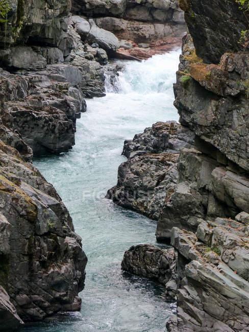 Канада, Британская Колумбия, Альберни-индейских, горная река — стоковое фото