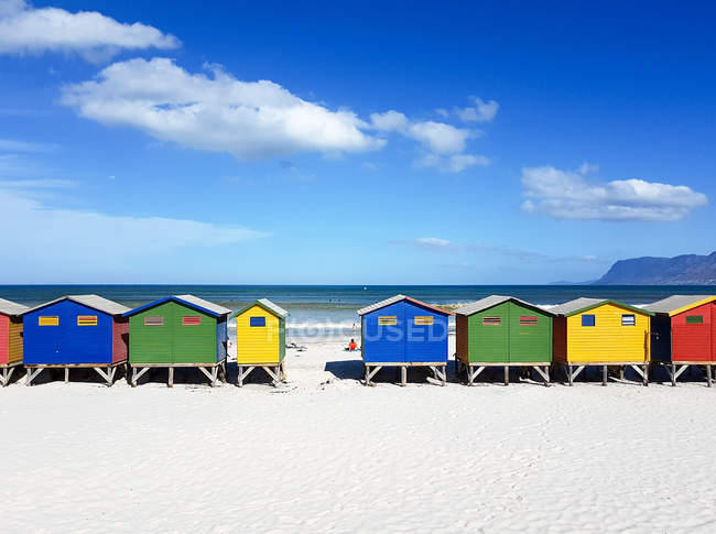South Africa, Western Cape, Cape Town, colorful wooden houses by the shore — Stock Photo