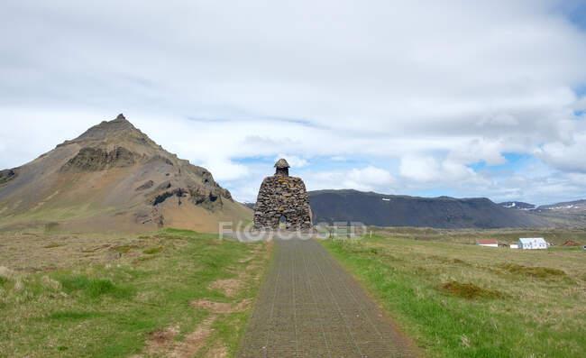 Islanda, Snfellsbr, Hellnar, Brur Snfellss statua. Da qui inizia una passeggiata costiera da Arnastapi a Hellnar. — Foto stock