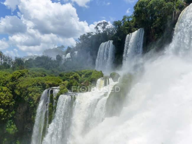 Argentinien, Misiones, Naturkulisse mit Blick auf den Leguazu-Wasserfall — Stockfoto