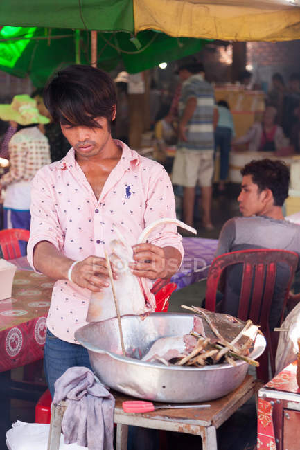 Cambodia, Kep, crabs market, man groomed skate parts for sale on the crabs market — Stock Photo