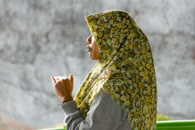 Indonesia, Java, Magelang, woman with headscarf — Stock Photo