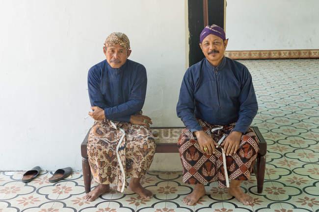 Хранители дворца Кратон Султан в Джокьякарте, Ява, Индонезия, Азия — стоковое фото