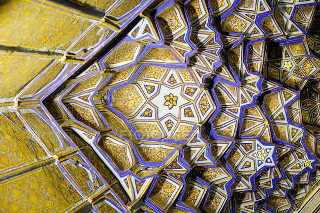 Uzbekistan, Samarkand, Madrasa ceiling details decorated with traditional ornaments — Stock Photo
