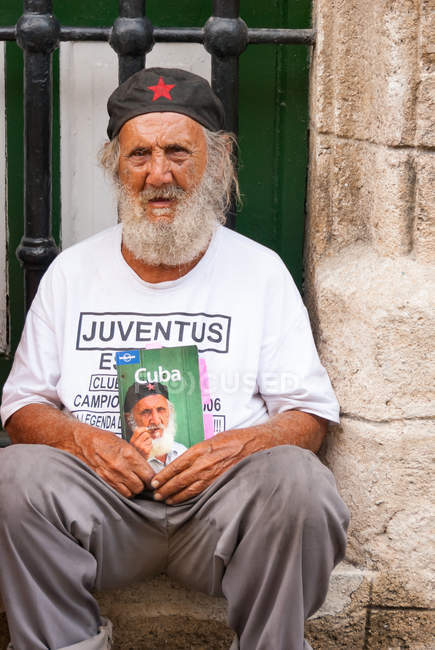 Cubain vieillard à barbe grise, la Havane, Cuba — Photo de stock