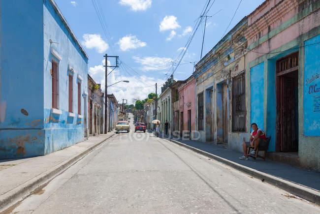 Вид на дороги и здания на улице Сантьяго-де-Кубы, Куба — стоковое фото