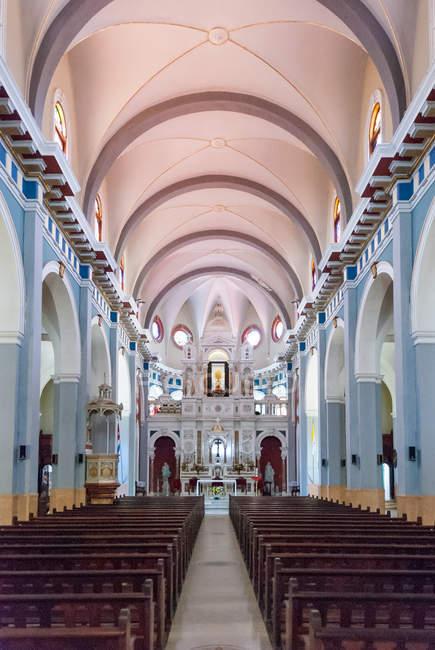 Cuba, santiago de cuba, el cobre, basilica del cobre im inneren von santiago de cuba — Stockfoto