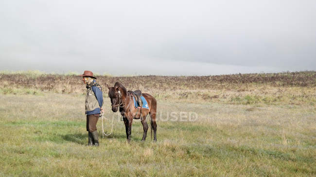 Indonesia, Jawa Timur, Probolinggo, Cowboy with horse at Teletubby country — стокове фото