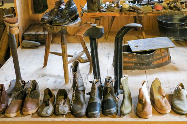 Alemanha, Baviera, Kronburg, coleção de sapatos de sapateiro — Fotografia de Stock