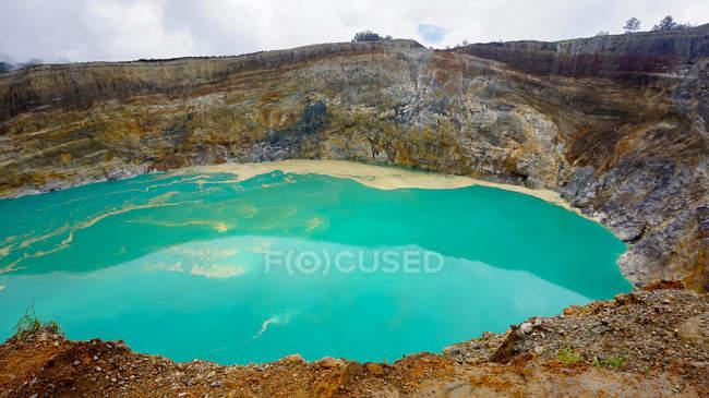 Indonesia, Nusa Tenggara Timur, Kabupaten end, Turquoise blue water in Kelimutu National Park, Flores - foto de stock