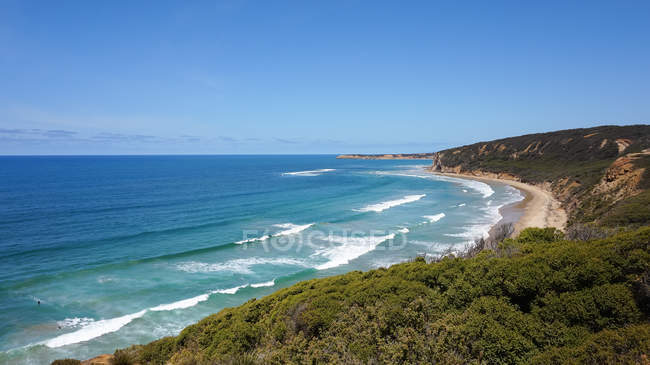 Australia, Victoria, waves breaking by beach on the Great Ocean Road — Stock Photo