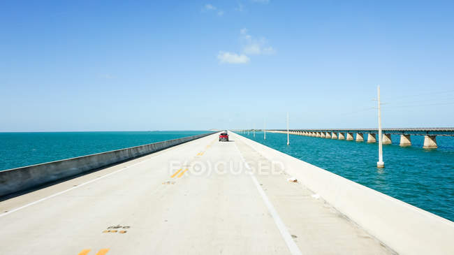 USA, Florida, Auto in movimento su Key West Road — Foto stock