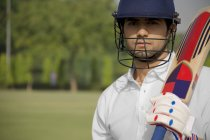 Cricketer holding bat — Stock Photo