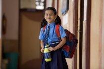 Fille de l'école — Photo de stock