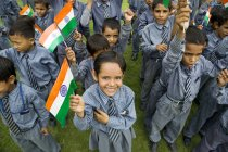 Школи хлопчиків з індійських прапор — стокове фото