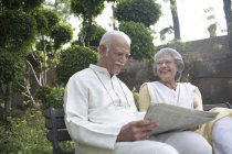Old couple reading — Stock Photo