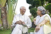 Couple en plein air — Photo de stock