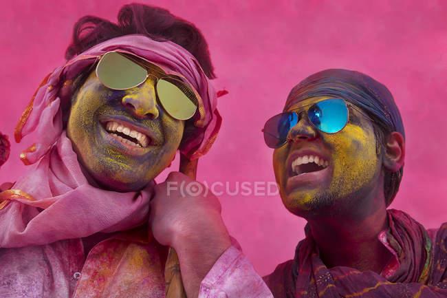 Индийских мужчин играть Холи — стоковое фото