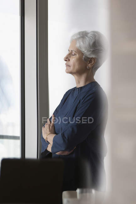 Woman standing eyes closed — Stock Photo