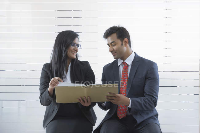 Colleagues reviewing document — Stock Photo