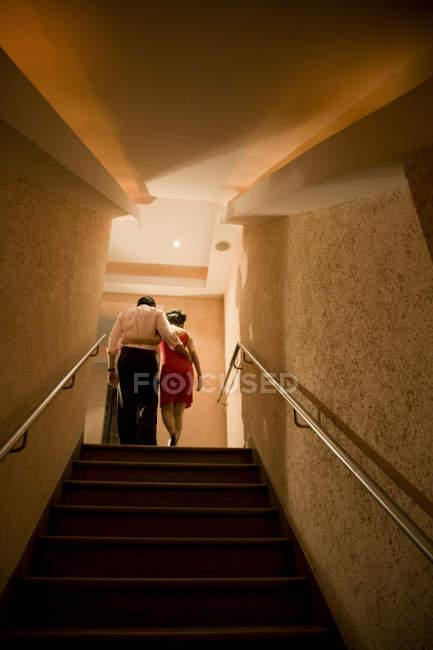 Couple d'escalade — Photo de stock