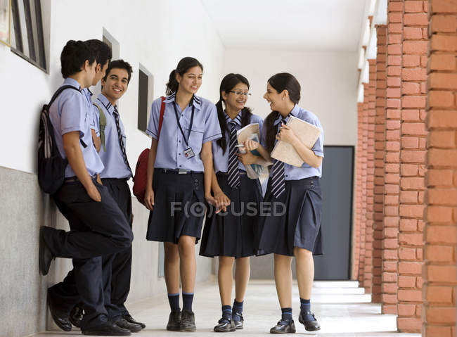 Students in the corridors of a school — Stock Photo