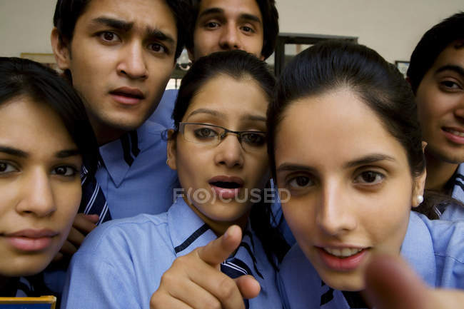 Studenti che punta — Foto stock