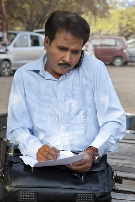 Salesman talking on a mobile phone — Stock Photo