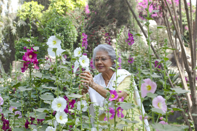 Woman tending her garden — Stock Photo
