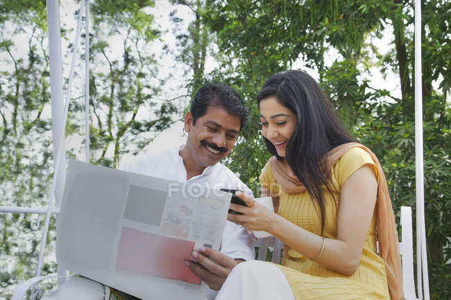 Couple reading an sms — Stock Photo