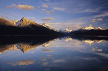 Maligne Lake reflecting mountains at sunset, Jasper National Park, Alberta, Canada. — Stock Photo