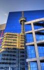 Reflexion des cn-Turms im cbc-Gebäude, toronto, ontario, canada — Stockfoto