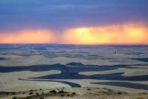 Буря хмари на заході сонця над Palouse регіону у штаті Вашингтон, США. — стокове фото