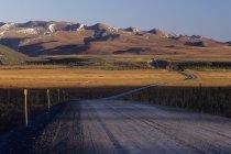 Montañas de Richardson a lo largo de la carretera de Dempster en el territorio de Yukon, Canadá. - foto de stock