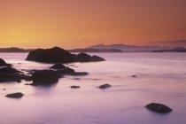 Coucher de soleil à la plage Chesterman, Parc National de Pacific Rim, île de Vancouver, Colombie-Britannique, Canada. — Photo de stock
