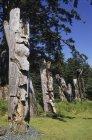 Totem poles of Skung Gwaii in Haida Gwaii, Ninstints village in British Columbia, Canada. — Stock Photo