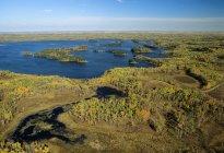 Вид з острова лося Національний парк, провінція Альберта, Канада — стокове фото