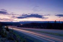 Circulation fluide sur l'autoroute de Coquihalla entre Kamloops et Merritt, Thompson Okanagan région, Colombie-Britannique, Canada — Photo de stock