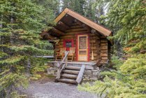 Cabin in woods in Yoho National Park, British Columbia, Canada — Stock Photo